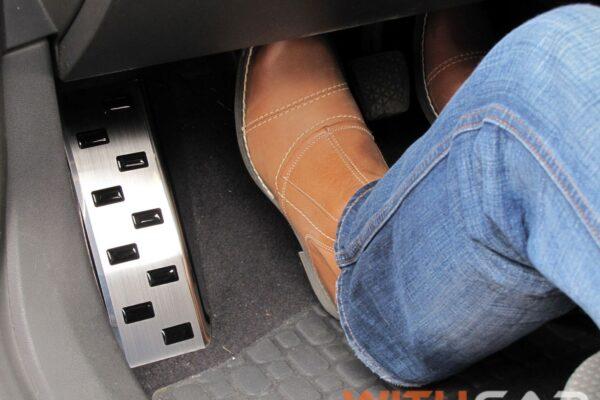 Accessori auto: tutti gli optional per un'auto più sicura e confortevole.