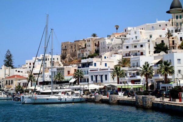 Viaggio itinerante alle Isole Cicladi: tra mare e cultura